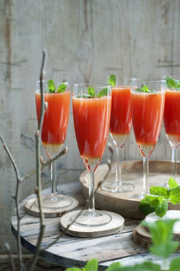 Mimosa met bloedappelsien  http://www.njam.tv/recepten/mimosa-met-bloedappelsien