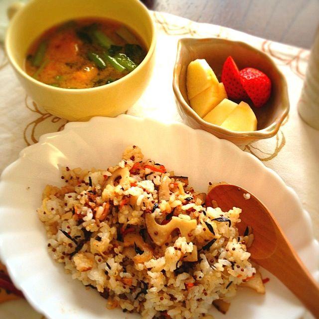◦生姜のピラフ (えごま、れんこん、にんじん、   ひじき、生姜) ◦味噌汁 (かぼちゃ、たまねぎ、   麦味噌&白味噌) ◦フルーツ (りんご、いちご)   今日は 暖かく なるのかなぁ◎ - 30件のもぐもぐ - 朝ごはん by kimidori153