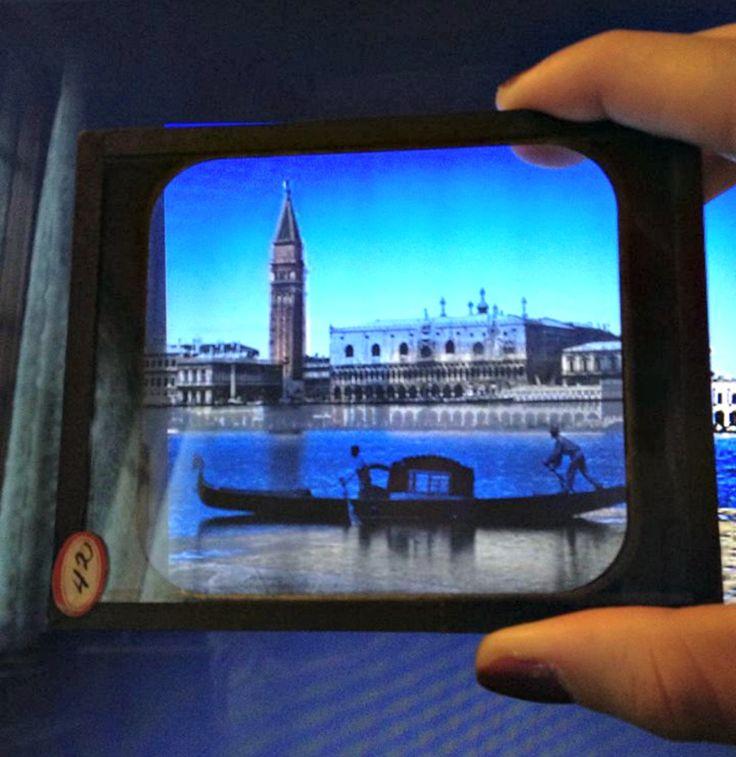 Vetro fotografico da proiezione di Venezia (fine XIX secolo circa) sovrapposto a un'immagine attuale di Venezia!