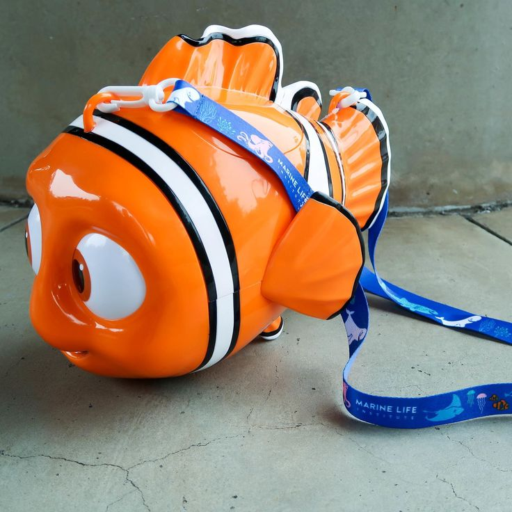Want the newest and hottest popcorn bucket from Tokyo DisneySea? @tsumtsummarie and I have teamed up to give this Nemo Popcorn Bucket to one lucky follower. How could you NOT want this?! His eyes move and it has his adorable lucky fin! HOW TO ENTER: 1) You MUST like this photo 2) You MUST be following me and @tsumtsummarie 3) Tag your friends in the comments for more chances to win. Tag only ONE friend per comment. There's no limit on how many times you can enter. Contest ends at 00:00 on…
