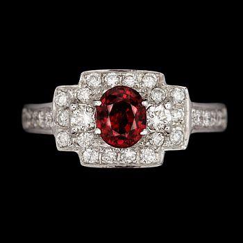 344499. RING, 18k vitguld med rubin o briljantslipade diamanter tot ca1,06ct. Vikt 4,8g. – Bukowskis Market