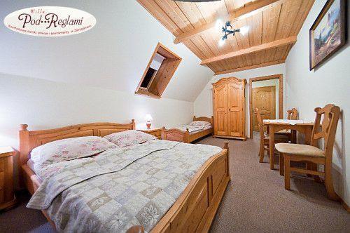 Pokój nr 3 - Na pierwszym piętrze znajduje się ogólnodostępna, w pełni wyposażona kuchnia http://www.podreglami.pl/zakwaterowanie/pokoje-3-osobowe.html