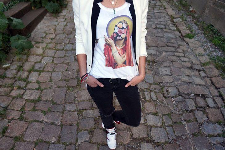 http://www.l-autruche.com/2014/06/t-shirt-douglas-hale-wooop/