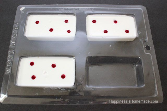 10-Minute DIY Holiday Gift Idea: Peppermint Soap - Happiness is Homemade
