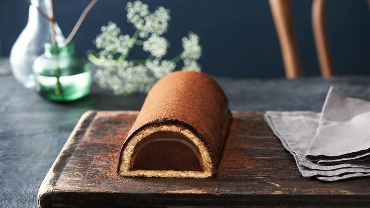 Čokoláda je perfektní surovinou na přípravu moučníků. Podívejte se na naše stránky kuchynelidlu.cz a vyzkoušejte recept na čokoládovou roládu s marcipánem.