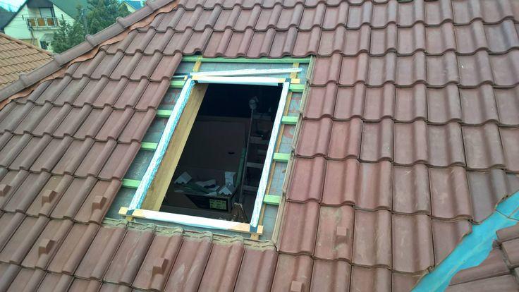 2. lépés. A tetőfólia ragasztása.