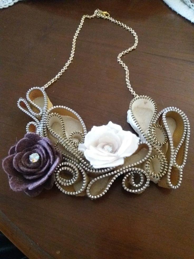collana con cerniere e fiori in pannolenci Cris bijoux Brescia