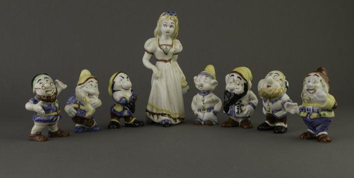 """Figurillas   """"Blanca Nieves y los Siete Enanitos"""" Exposición """"Cerámica de Lota, 18 años de una colección"""" http://www.artdec.cl/621/w3-article-54654.html"""