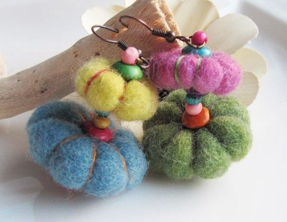 Boucles oreilles lanternes hippies laine feutrée et bois 7