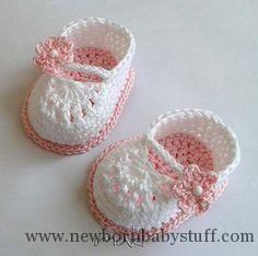 Crochet Baby Booties FREE crochet pattern Mini booties by MakiCrochet - Craftsy