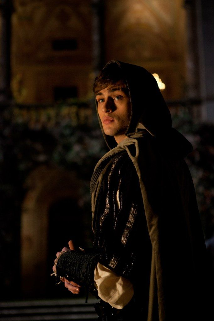 """""""He jests at scars that never felt a wound."""" #RomeoAndJuliet #Starcrossed #DouglasBooth"""