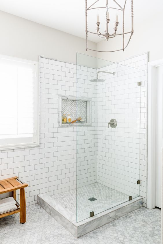 White bathrooms have always remained popular - this is a particularly fine example.