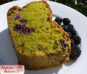 Cake de pâtissier à la pistache et aux mûres
