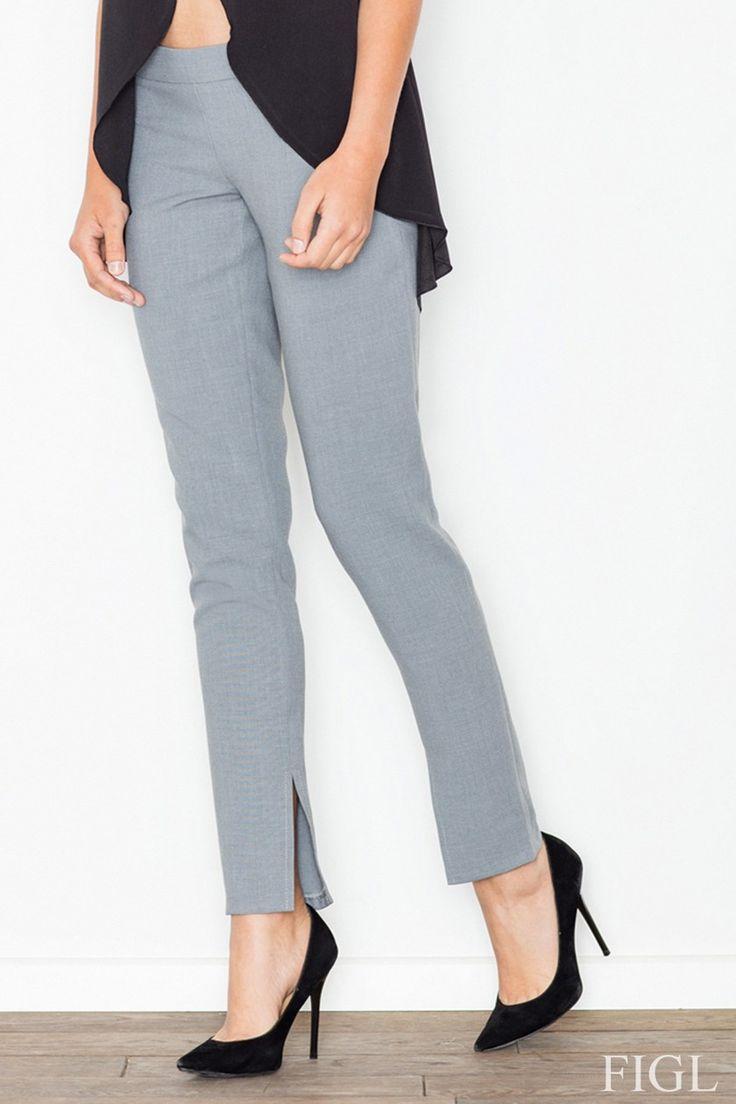 Dámske štýlové nohavice so zníženým pásom. Zapínanie nohavíc je na boku, celý…
