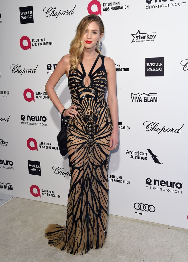 Model and Actress Dylan Penn was a vision in Forevermark Diamond Pyramid Earrings, Forevermark by Natalie K Rose Gold Diamond Rings, and Forevermark by Jade Trau The Center of My Universe™ Diamond Band at the Oscars after parties.