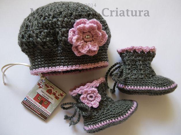 Gebreide & gehaakte schoenen - Laarzen van de baby en baby cap, grijs met roze - Een uniek product van MaravillosaCriatura op DaWanda