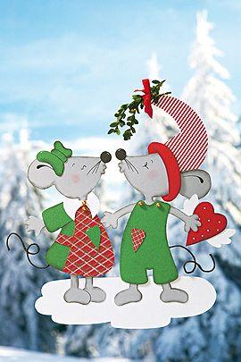 Diese beiden verliebten Mäuschen unter dem Mistelzweig sind als Fensterschmuck zu Weihnachten einfach perfekt. Wir zeigen Ihnen, wie Sie diese nachbasteln können. © Christophorus Verlag