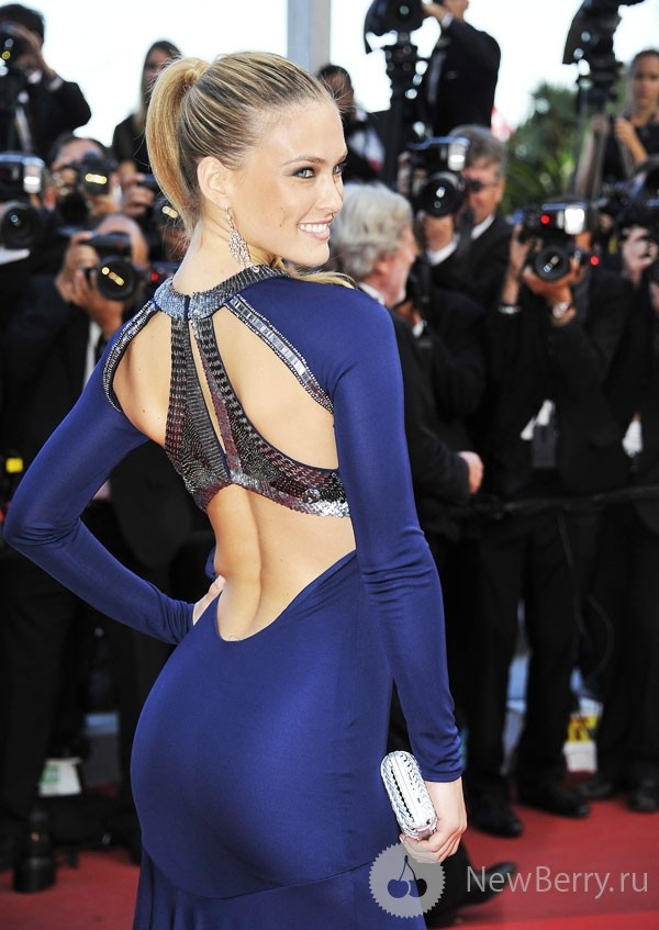 wow, love the color and the cut in the back. sexy!!Pretty Thin, S'Mores Bar, Navy Dresses, Ms Blue, Bar Rafaeli Body, Awesome Dresses, Rafaeli Thinspo, Bar Refaeli, Stunning Dresses
