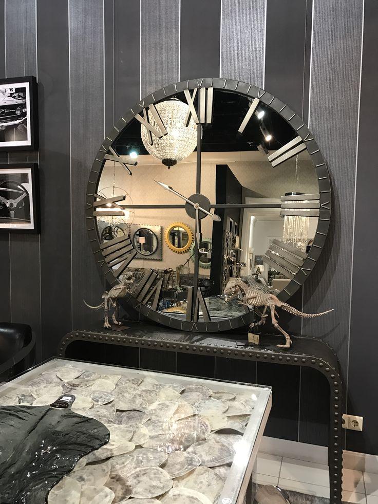 """Часы 06419 """"Амелия"""" работы дизайнера Грейс Фейок. Корпус часов изготовлен из металла с бронзовым покрытием, имитирующим ручную обработку и состаренность. Отдельные детали имеют серебристое покрытие. Часами управляет кварцевый механизм. Вы можете купить эти часы под заказ. #uttermost #mirror #clock"""