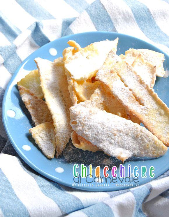 Chiacchiere o Frappe che siano, ecco la ricetta perfetta: Fritte, eppure così leggere, croccanti e friabili (anche nei giorni successivi che vi stupiranno)!