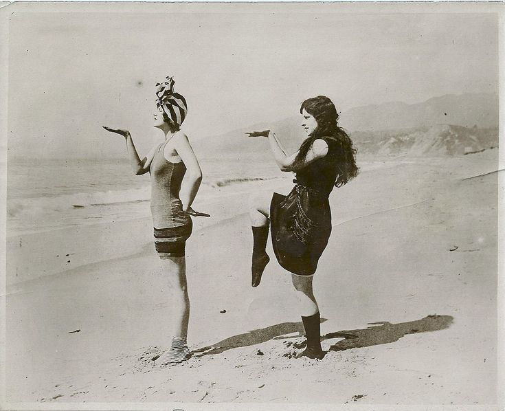 ean Haskall and Kathleen Kay on a Pacific beach, c.1920. Keystone View Co., London.