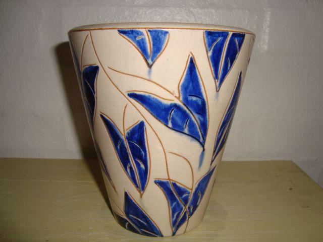 ESLAU vase - AGNETHE SØRENSEN H: 15 cm D: 13,5 cm. År/year 1940s. Sign: Eslau Nethe 10/1. #Eslau #Nethe #vase #keramik #ceramics #pottery #danishdesign #nordicdesign #klitgaarden #tilsalg #forsale SOLGT/SOLD on www.klitgaarden.net.