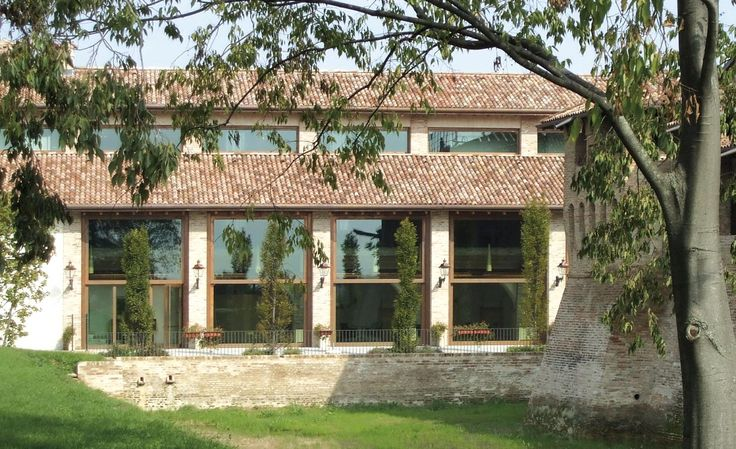 Large-Size Window Frames #design #architecture #windows #country #glass