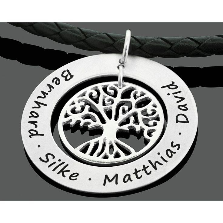 Eine schöne Herren Lederkette mit einem personalisierten 925 Sterling Silber Design Anhänger mit 925 Sterling Silber Lebensbaum. Auf dem Anhänger können wir Ihre Wunschnamen oder Ihren Wunschtext gravieren.Herrenkette mit Gravur, eine exklusive Geschenkidee für den anspruchsvollen Mann.