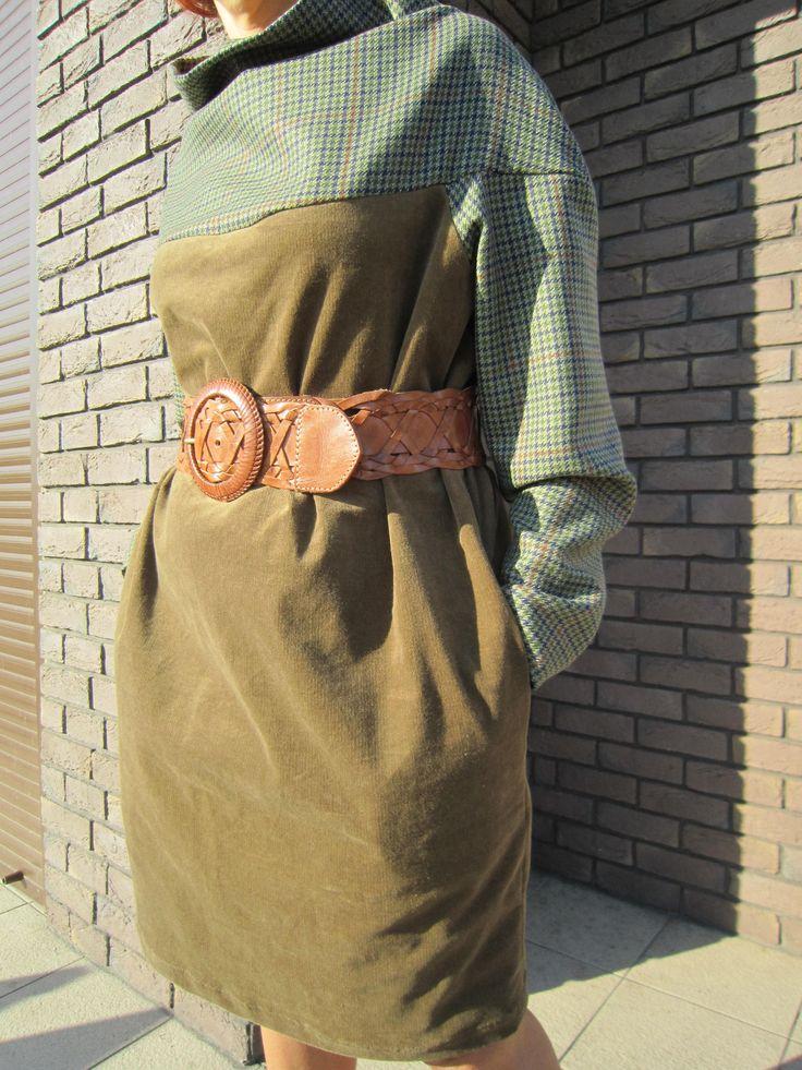 Хорошее настроение и хорошее платье (красивое, стильное, натуральное, единственное) эти словосочетания могут быть синонимами, не правда ли? Свободный крой,натуральные ткани (микровельвет с эластаном и шерсть в шотландскую клеточку) делают это платье и комфортным и стильным одновременно. Размер единый - M-L. Можно носить без пояса или с Вашим любимым поясом.