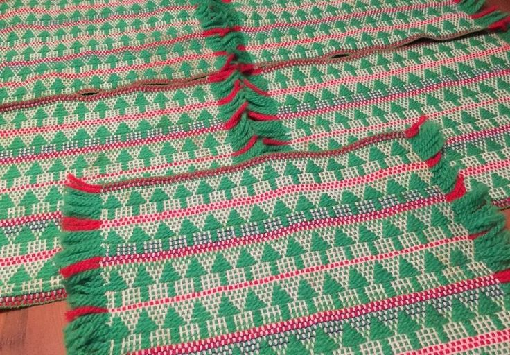 Vintage Woven CHRISTMAS TREE Scandinavian PLACEMATS Lot of 5