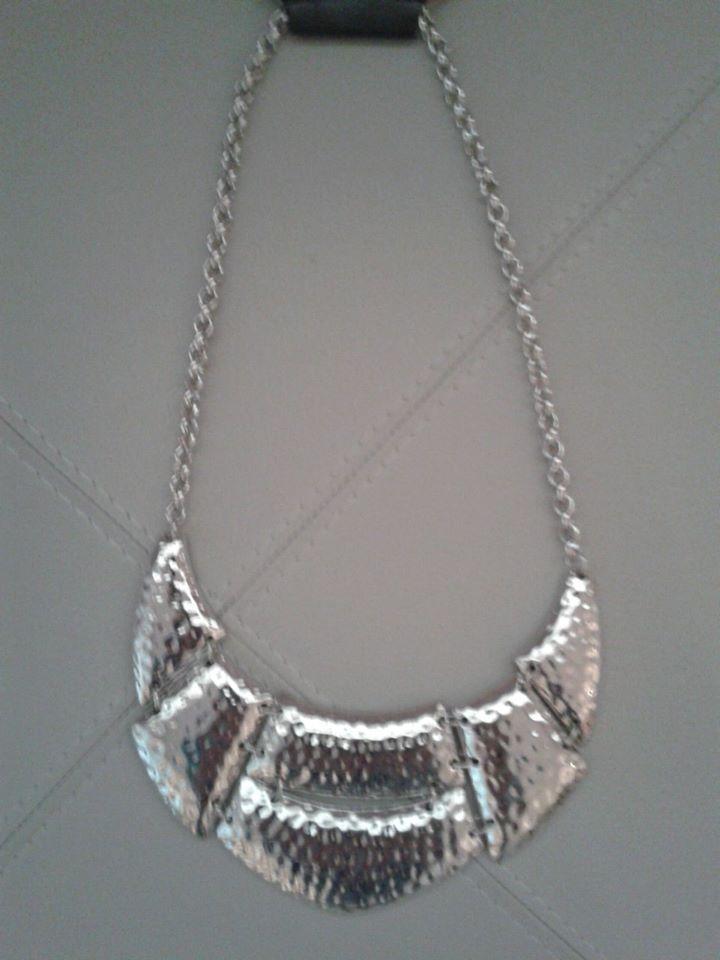 Maxi placa martelada silver eh super trend...aposte!!!