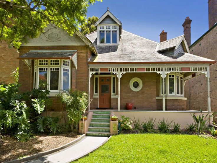 Queen Anne Style Federation Home in Stanmore