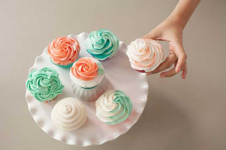 Cake Decorated With Cupcakes : 141 best images about Cupcake Decorating on Pinterest ...