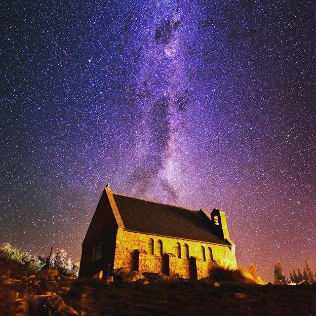 ニュージーランドの南島にある『テカポ湖』。こちらのテカポ湖は、世界一美しい星空が見られる場所として有名なんです