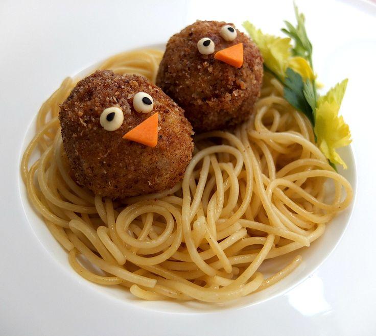 ¿Qué hay más divertido que el spaghetti con albóndigas? Te encantará esta tierna versión.