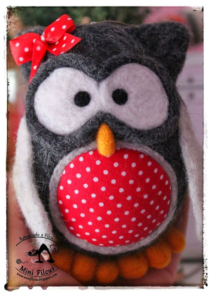 Owl - Felted on Styrofoam egg http://minifilcus.blogspot.com/2014/04/uwaga-znow-zanudzam-sowami.html