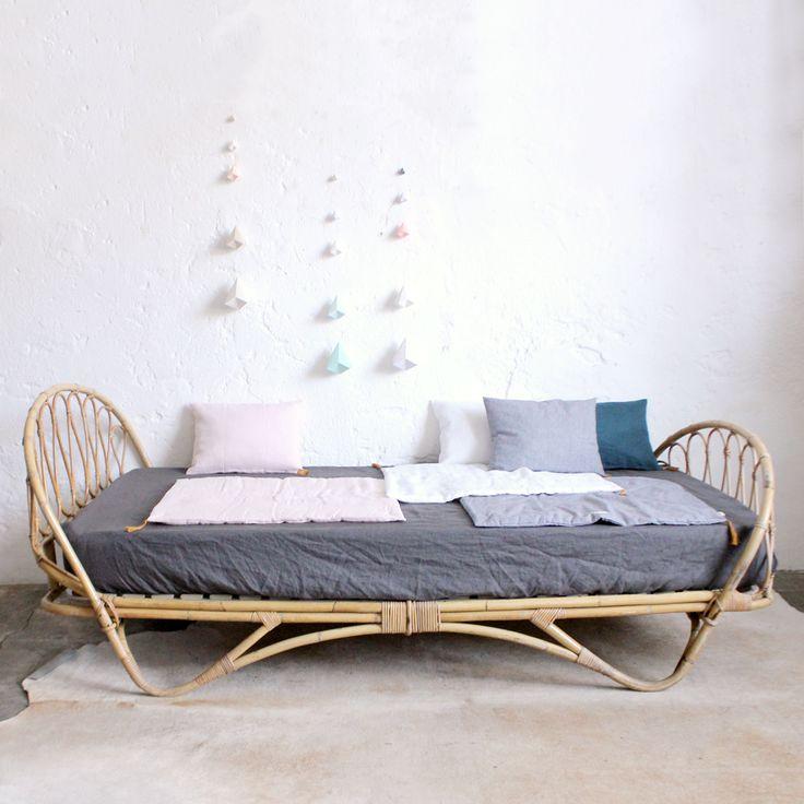17 best id es propos de lit sommier matelas sur pinterest salons de futon futon et lit de futon. Black Bedroom Furniture Sets. Home Design Ideas