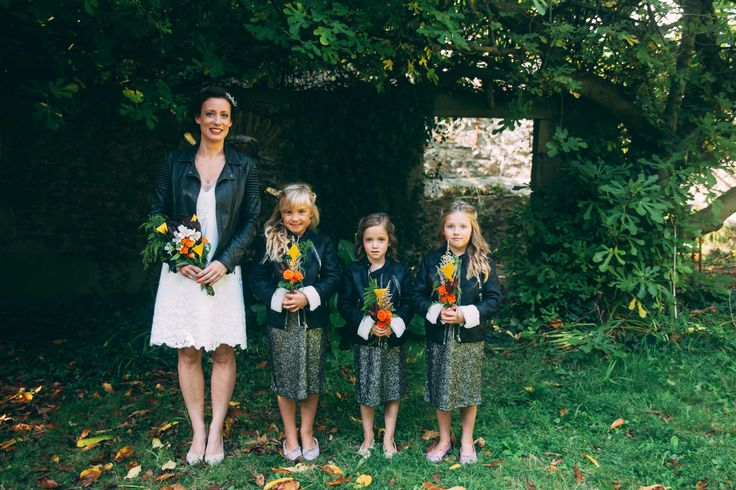 www.bcce.fr Shooting les temps modernes . La mariée et ses demoiselles d'honneur - robe de mariée courte