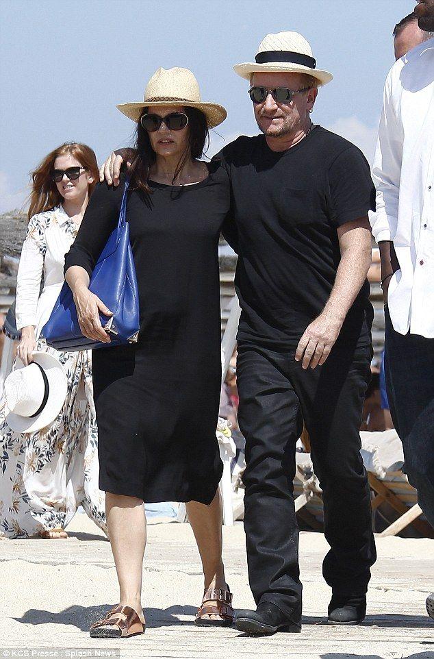 Bono and wife Ali Hewson in St Tropez #casualchic #blackonthebeach