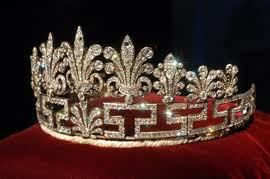 THE HONEYSUCKLE TIARA: The older of the two Spencer tiaras, it has been in the Spencer family since at least 1885. It looks heavy, and the feather motif along the top is spikey, while the bottom is quite angular and harsh. The tiara is in Greek key pattern popular at the time of its creation. Diamond honeysuckles rise from the Greek key pattern, gradually decreasing in size from the center to the sides.
