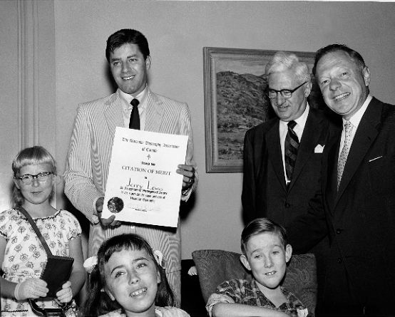 Jerry Lewis accepts his Citation of Merit from co-founder Arthur Minden (far right)