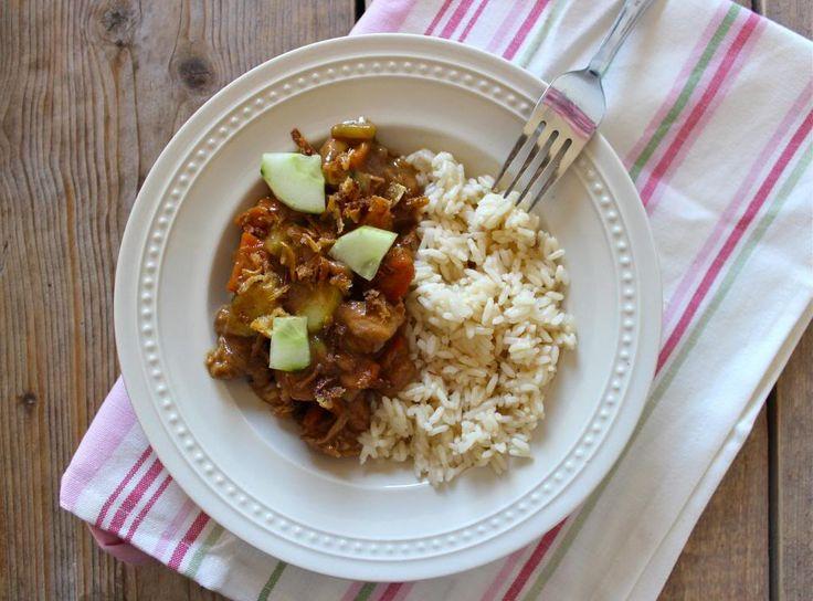 Dit lekkere gerecht met rijst en kip staat binnen 30 minuten op tafel. Een ontzettend lekker en snel recept dat ideaal is voor doordeweeks. Serveer het gerecht met bijvoorbeeld gebakken uitjes, sambal, tauge of kroepoek. Tijd: 30 min. Recept voor 1 grote eter Bereidingswijze: 100 gram rijst 1 kipfilet 2 eetlepels ketjap 1,5 eetlepel suiker …