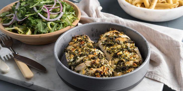 Oppskrift på hasselback-kylling med urter og fetaost.