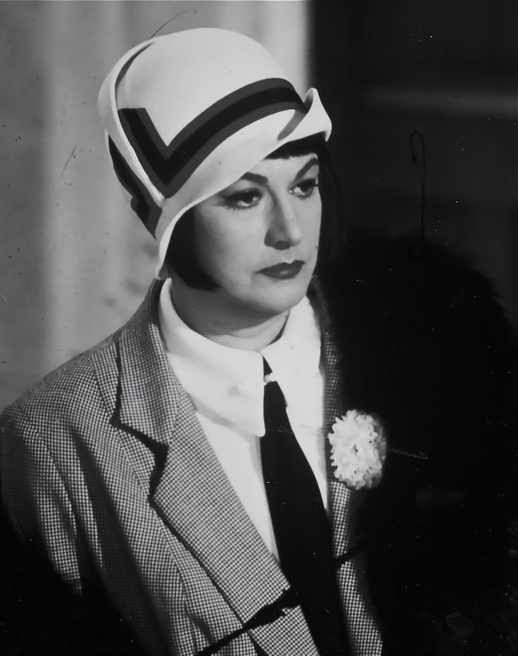 Bea Arthur as Vera Charles in Auntie Mame. Remember her from Maude and Golden Girls!!??