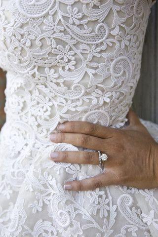 Oscar de la Renta 'Crochet Lace' size 6 used wedding dress - Nearly Newlywed