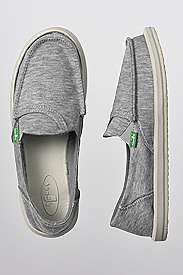 Sanuk pickpocket fleece for women. Great for the pool or beach, carry your money and ID in your flip flops