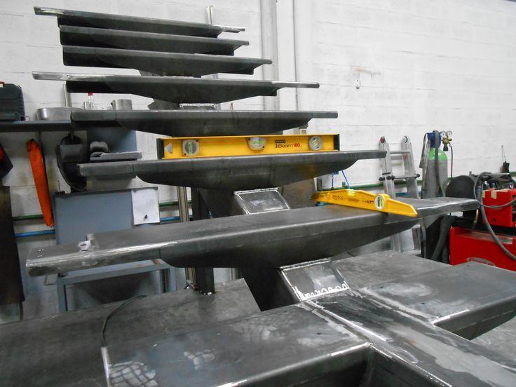 Fabricación de escalera metálica en nuestra herrería.  #escaleras  #peldaños  #hierro