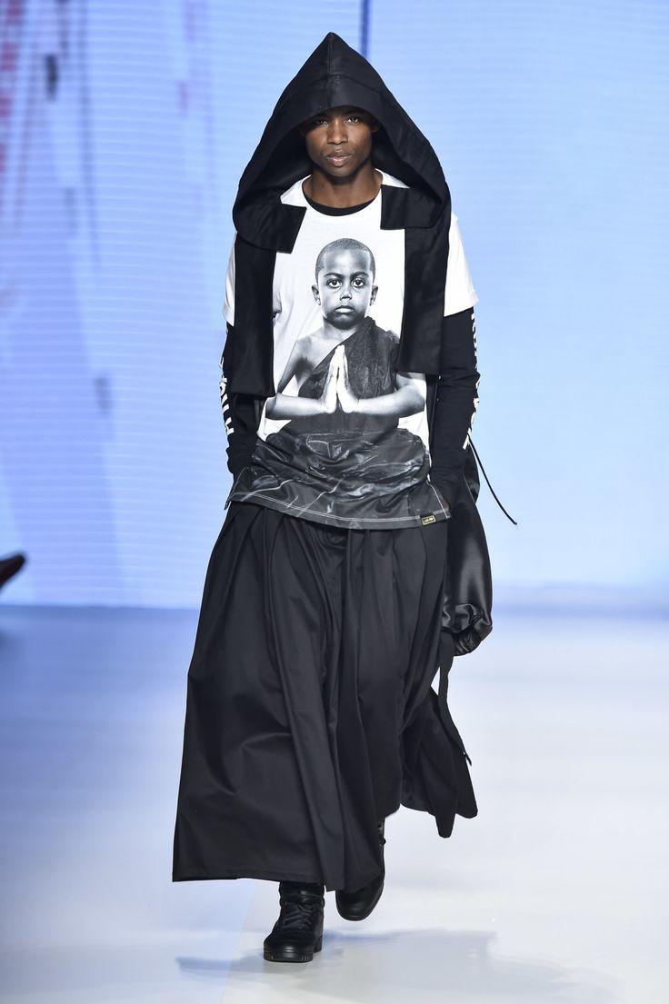 A LAB, marca do Emicida e Evandro Fióti e com direção criativa do estilista João Pimenta, estreou nas passarelas no segundo dia da SPFWTRANS42, a semana de moda de São Paulo, e foi um festival maravilhoso de moda e diversidade.