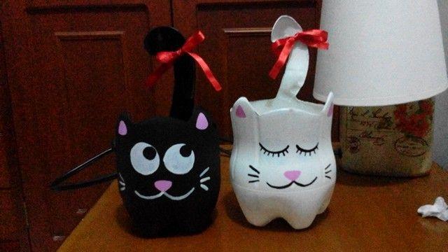 Gaticos de botellas