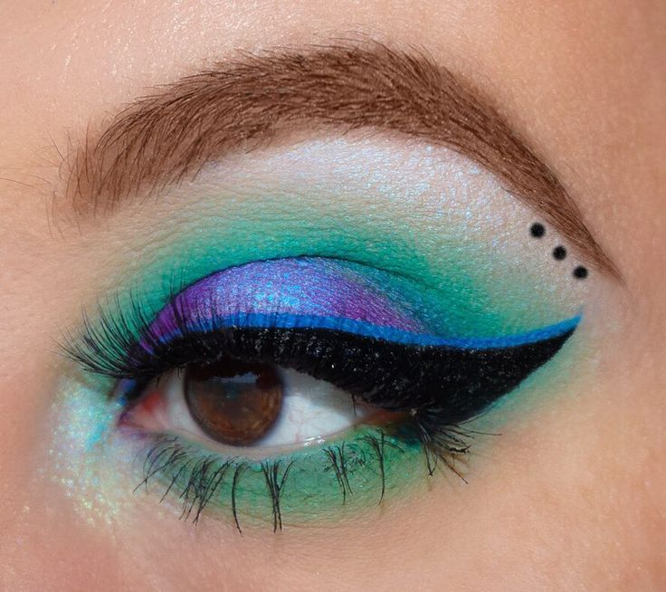 This is the kind of makeup I'd wear if I were a mermaid �� also, is there no mermaid emoji?! • • • • @anastasiabeverlyhills @norvina Dip Brow in soft Brown  @nyxcosmetics Ultimate Brights Palette  Cobalt blue felt tip liner  @katvondbeauty @thekatvond Trooper Tattoo Liner  Alchemist palette- all shades • • • • #brows #makeup #eotd #motd #pretty #beautiful #beauty #cosmetics #browneyes #smokeyeye #wingedliner #avantgarde #colorful #muafollowtrain #instamakeup #instagood #beautyaddict…